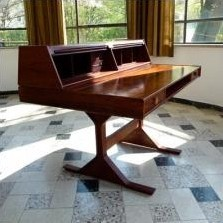 Model 530 Writing Desk by Gianfranco Frattini for Bernini