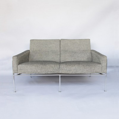Model 3300 Sofa by Arne Jacobsen for Fritz Hansen