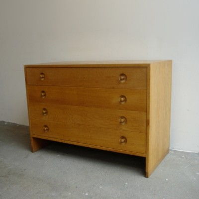 Model 100 Sideboard by Hans Wegner for Ry Møbler
