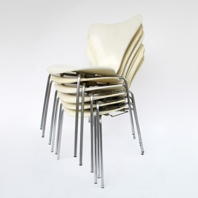 3017 Dinner Chair by Arne Jacobsen for Fritz Hansen