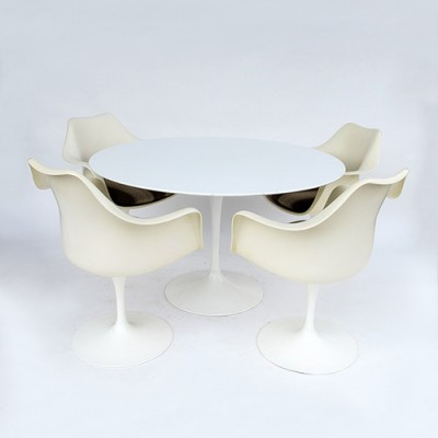 4 Tulip dinner chairs from the sixties by Eero Saarinen for Knoll