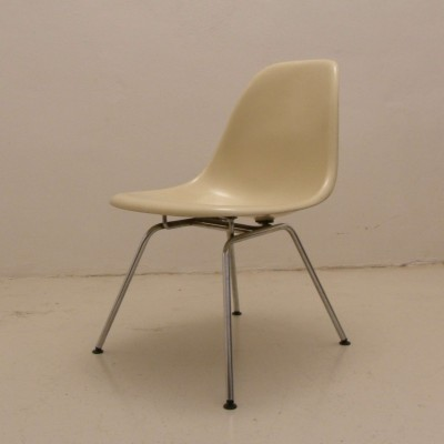 Side chair dining chair by Charles & Ray Eames for Herman Miller, 1950s