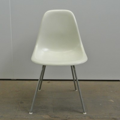 4 DSX Parchment dinner chairs from the fifties by Charles & Ray Eames for Herman Miller