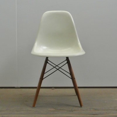 DSW Dinner Chair by Charles and Ray Eames for Herman Miller