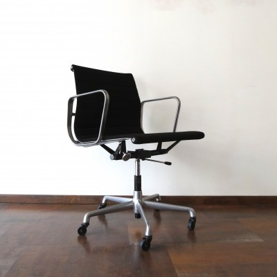 EA117 Hopsak Office Chair by Charles and Ray Eames for Herman Miller
