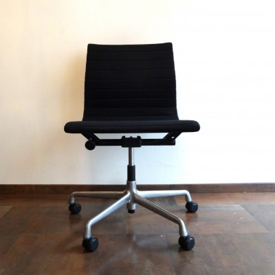 EA117 Hopsak Office Chair by Charles and Ray Eames for Vitra