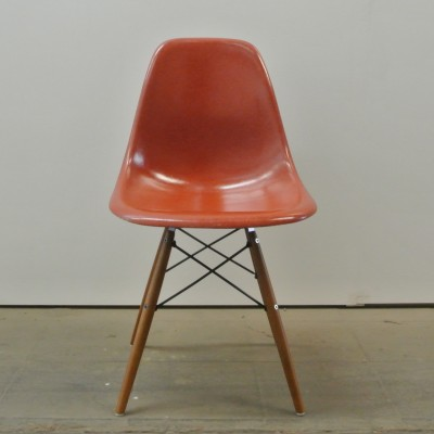 2 DSW True Red dinner chairs from the fifties by Charles & Ray Eames for Herman Miller