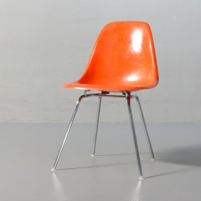 Plastic Sidechair DSX Dinner Chair by Charles and Ray Eames for Vitra