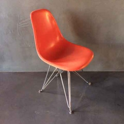 DSR dinner chair by Charles & Ray Eames for Vitra