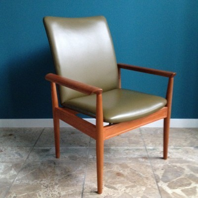 Diplomat office chair from the sixties by Finn Juhl for Cado