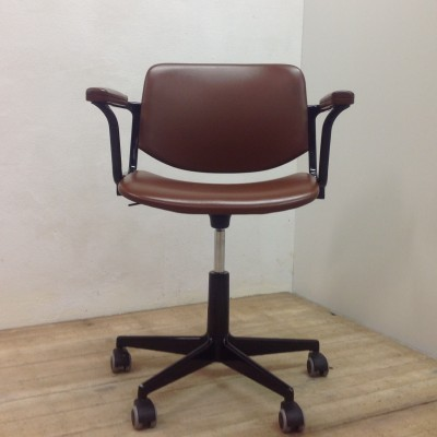 Anonima office chair from the seventies by Giancarlo Piretti for Castelli