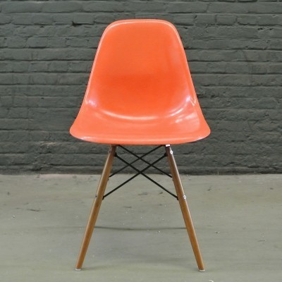 4 DSW Red Orange dinner chairs from the fifties by Charles & Ray Eames for Herman Miller