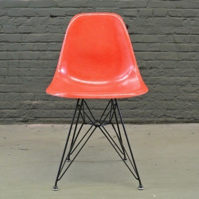 2 DSR True Red dinner chairs from the fifties by Charles & Ray Eames for Herman Miller