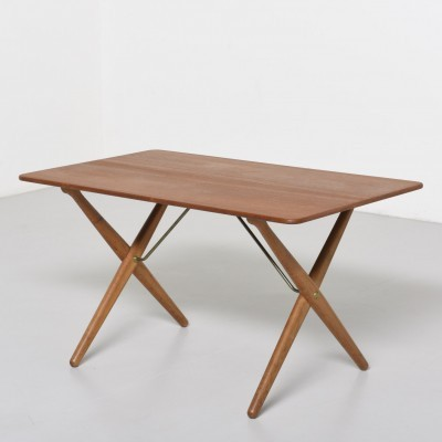 AT308 coffee table from the fifties by Hans Wegner for Andreas Tuck