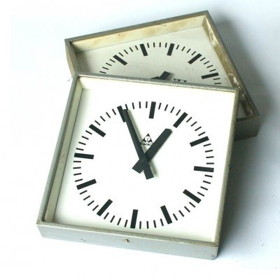 Set of 2 clocks from the eighties by unknown designer for Pragotron