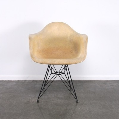 DAR arm chair from the fifties by Charles & Ray Eames for Zenith Plastics