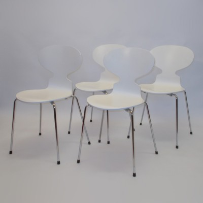 Set of 4 Ant dinner chairs from the seventies by Arne Jacobsen for Fritz Hansen