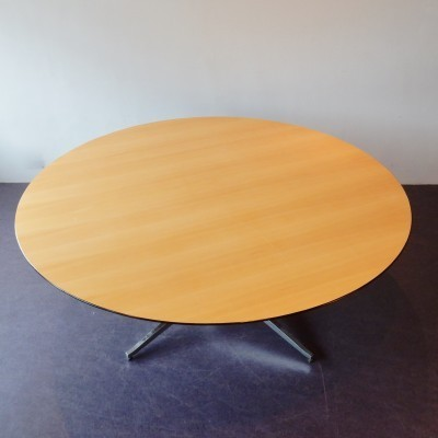 Dining table from the nineties by Florence Knoll for Knoll