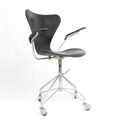 Model Seven office chair from the fifties by Arne Jacobsen for Fritz Hansen