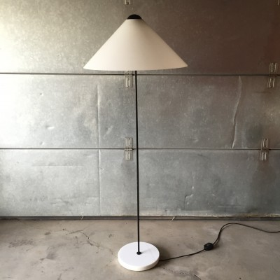 Snow floor lamp from the seventies by Vico Magistretti for Oluce