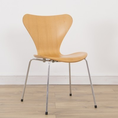 3 Series 7 dinner chairs from the nineties by Arne Jacobsen for Fritz Hansen