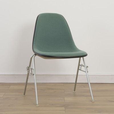 7 Side Chair on DSS or DSW Base dinner chairs from the seventies by Charles & Ray Eames for Herman Miller