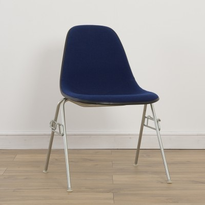 21 Side Chair on DSS or DSW Base dinner chairs from the seventies by Charles & Ray Eames for Herman Miller