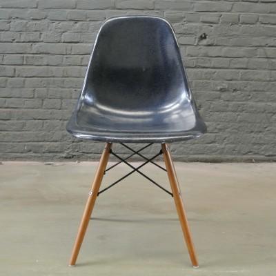DSW Navy Blue dinner chair by Charles & Ray Eames for Herman Miller, 1950s