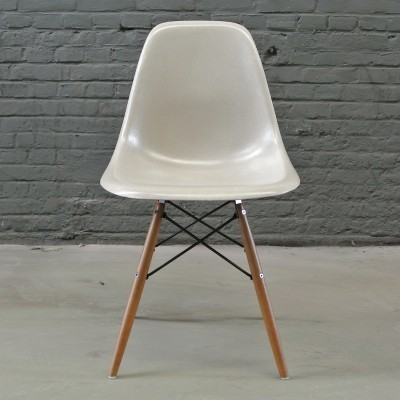 4 DSW Greige dinner chairs from the forties by Charles & Ray Eames for Herman Miller