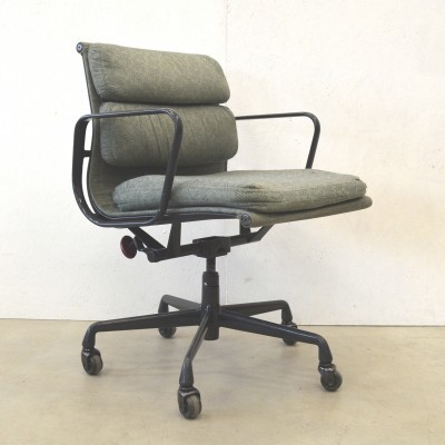 2 x EA217 office chair by Charles & Ray Eames for Herman Miller, 1980s