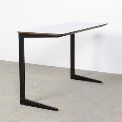 Writing desk from the fifties by Friso Kramer for Ahrend de Cirkel