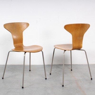 Pair of Mosquito 3105 dinner chairs by Arne Jacobsen for Fritz Hansen