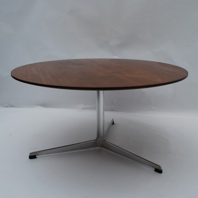 Coffee table from the sixties by Arne Jacobsen for Fritz Hansen