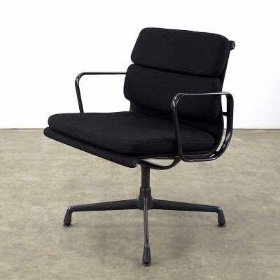 EA217 arm chair from the nineties by Charles & Ray Eames for Vitra