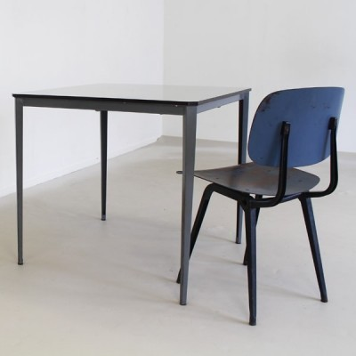 Recent dining table from the seventies by Wim Rietveld for Ahrend de Cirkel