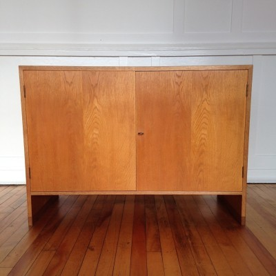 Cabinet from the seventies by Hans Wegner for Ry Møbler