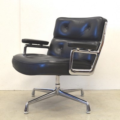 ES105 lounge chair from the sixties by Charles & Ray Eames for Herman Miller