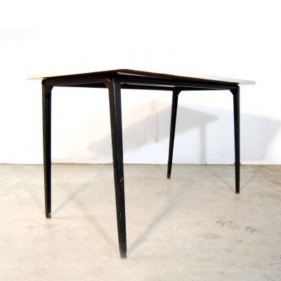 Reform dining table from the sixties by Friso Kramer for Ahrend de Cirkel