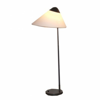 Opala floor lamp from the seventies by Hans Wegner for Louis Poulsen