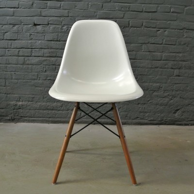 4 DSW Parchment dinner chairs from the fifties by Charles & Ray Eames for Herman Miller