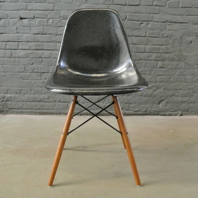 4 DSW Black dinner chairs from the fifties by Charles & Ray Eames for Herman Miller
