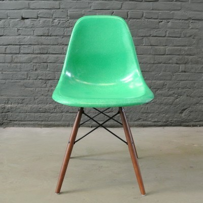 2 DSW Kelly Green dinner chairs from the fifties by Charles & Ray Eames for Herman Miller