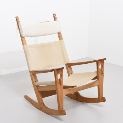 Model GE673 Keyhole rocking chair from the fifties by Hans Wegner for Getama