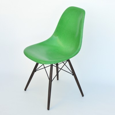 8 DSW Fiberglass dinner chairs from the fifties by Charles & Ray Eames for Herman Miller