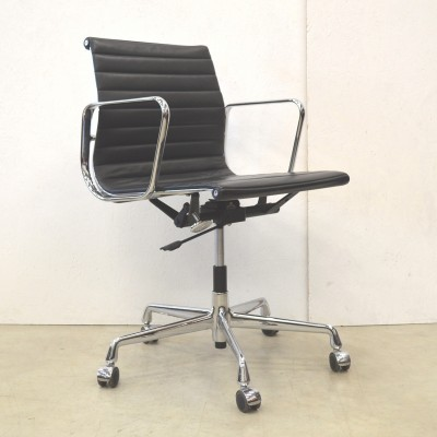 2 EA117 office chairs from the fifties by Charles & Ray Eames for Vitra