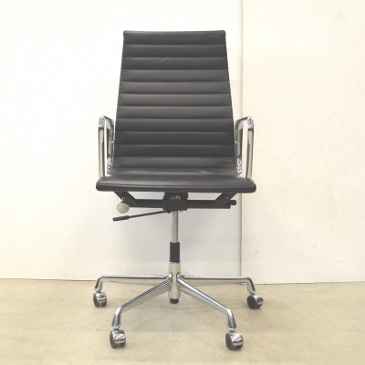 EA119 office chair from the fifties by Charles & Ray Eames for Vitra