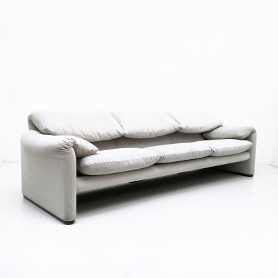 675 Maralunga sofa from the seventies by Vico Magistretti for Cassina