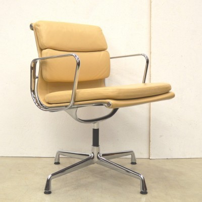 EA208 office chair from the fifties by Charles & Ray Eames for Vitra