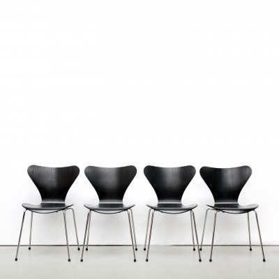 Set of 4 model 3107 dinner chairs from the nineties by Arne Jacobsen for Fritz Hansen