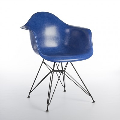 DAR Eiffel arm chair from the nineties by Charles & Ray Eames for Herman Miller